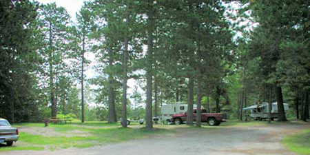 Enjoy RV campsites with full-hookups on Lake Winnie